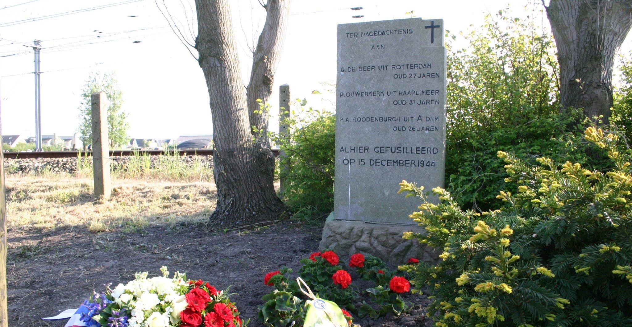 Uitgeest, monument aan de Provincialeweg