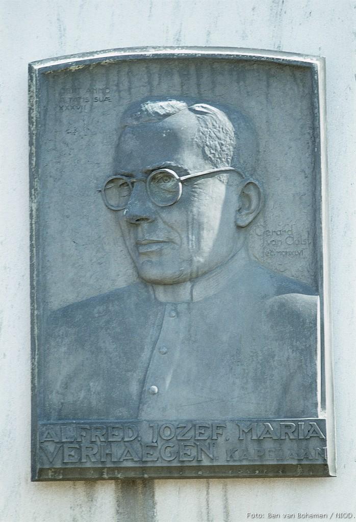 Hoeven, monument voor kapelaan A.J.M. Verhaegen