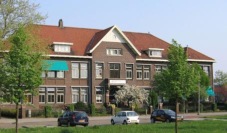 Zwolle, monument in het Carolus Clusius College