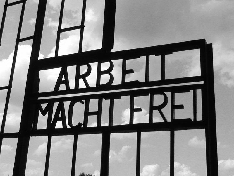 Oranienburg, 'Arbeit macht frei' - gedenkplaats Sachsenhausen (foto: Wikipedia)