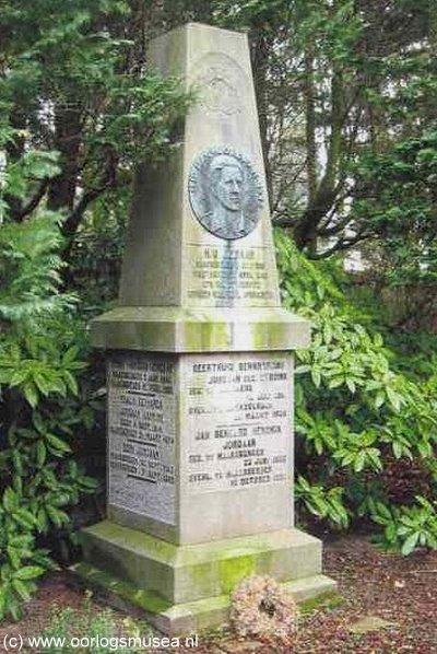 Haaksbergen, grafmonument van Han Jordaan en familie