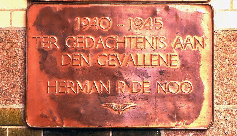 Haarlem, plaquette in het NS-station (2)