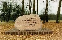 Monument 'Jerusalem Stone' op het voormalige kampterrein