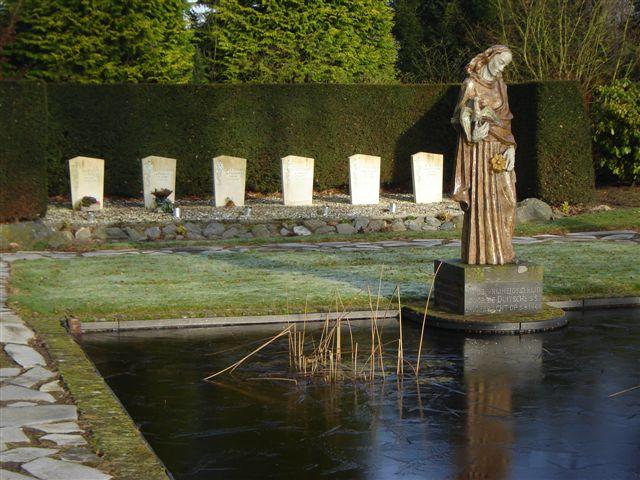 Budel-Dorplein, grafmonument op het Kerkplein