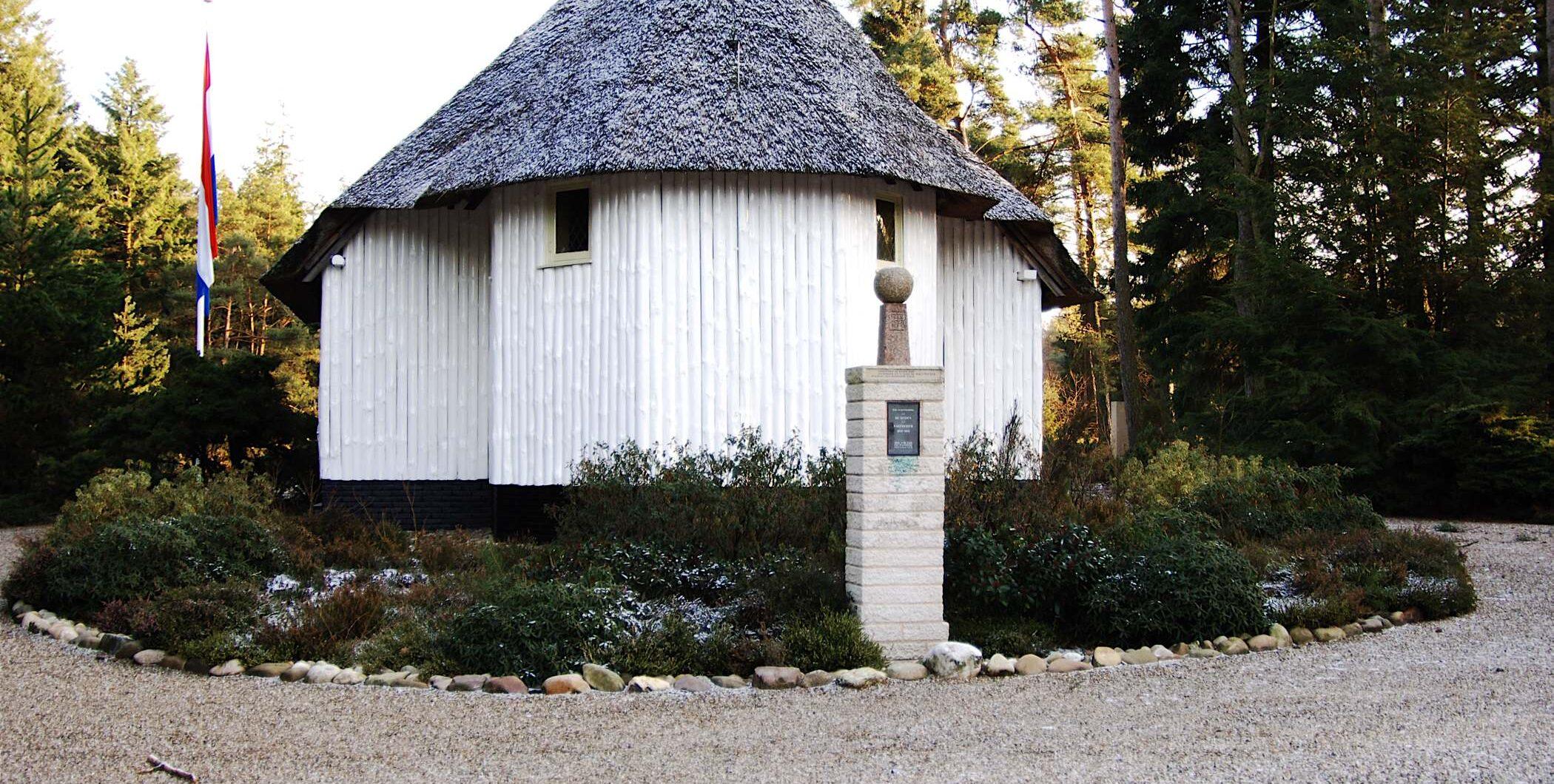 Loenen, Ereveld Loenen - kapel (foto: Jan van den Heuvel)