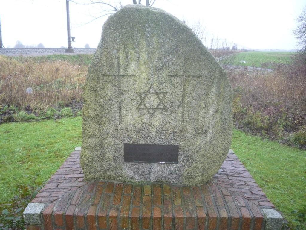 Nijeholtwolde, monument bij spoorwegovergang 'Stadburen'