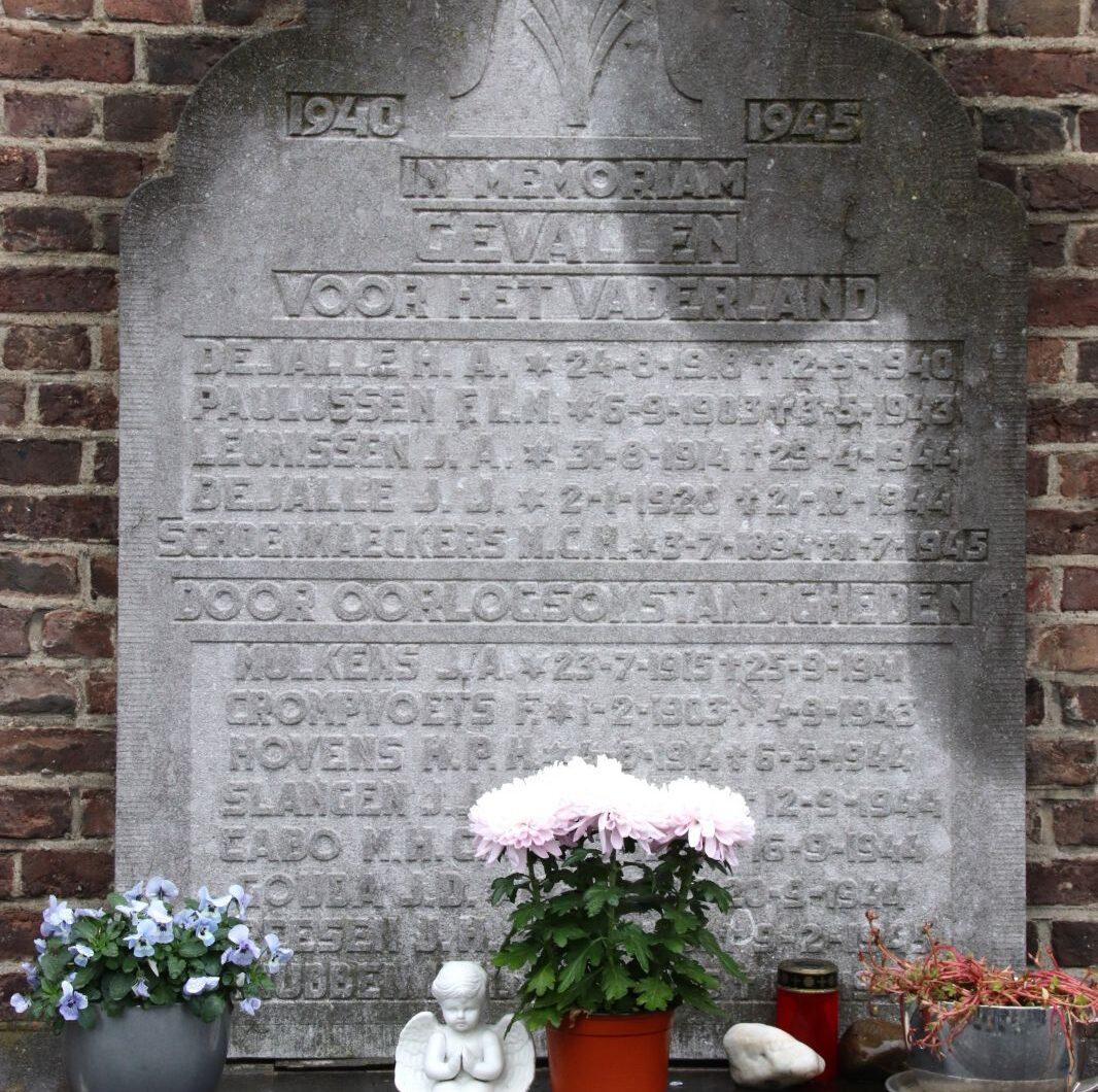 Maastricht, monument bij de Sint-Walburgakerk