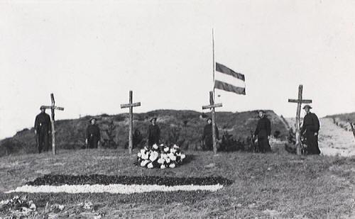 De eerste dodenherdenking, 3 mei 1946 (bron: Erepeloton Waalsdorp)