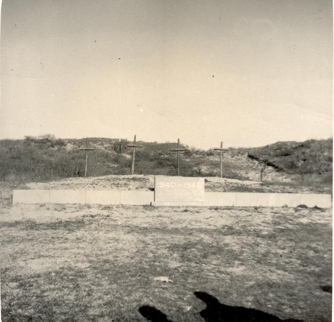 Het monument op de Waalsdorpervlakte in 1949 (bron: Erepeloton Waalsdorp)