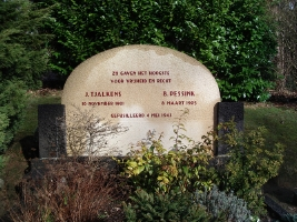 Rheden, graf van Jan Tjalkens en Bartus Pessink (foto: Willem Wijnveld)