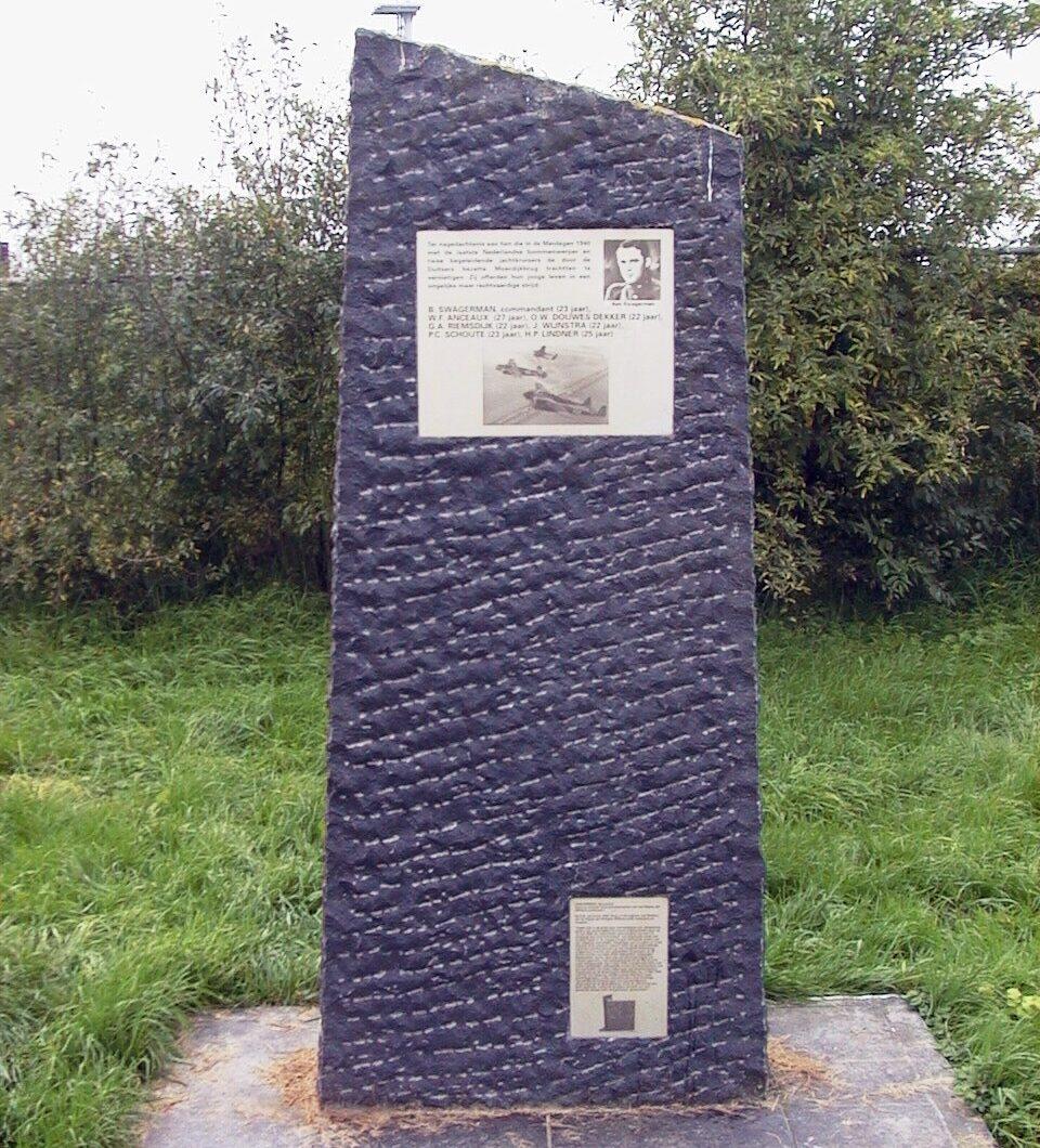 Dordrecht, monument bij de Moerdijkbrug