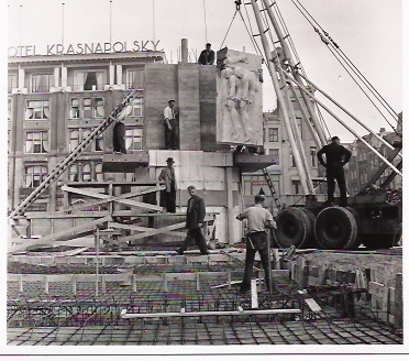 Amsterdam, aanbouw Nationaal Monument op de Dam (1956)