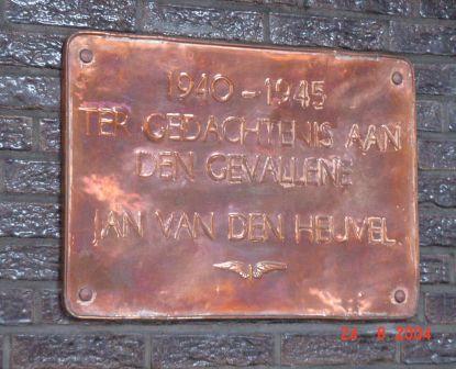 Den Haag, plaquette in het NS-station (2)