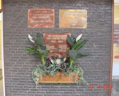 Den Haag, overzicht plaquettes in het NS-station