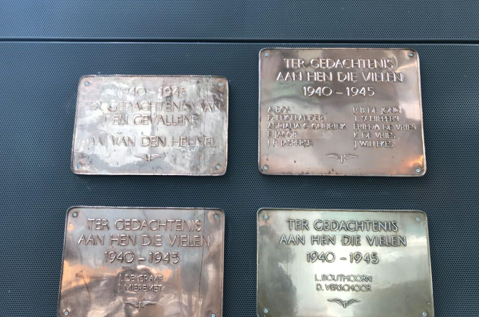 Den Haag, overzicht plaquettes in het NS-station (foto: Nederlandse Spoorwegen)