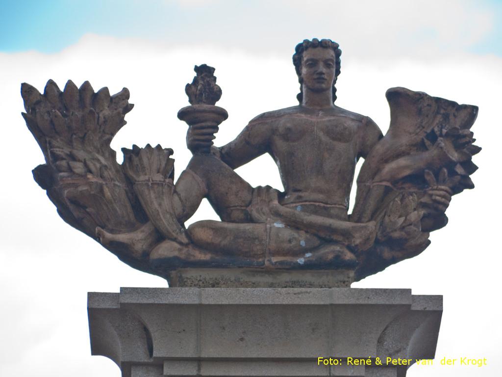 Roosendaal, monument bij het NS-station (foto: Peter en René van der Krogt)