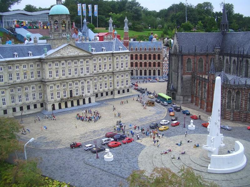 Den Haag, Madurodam - Nationaal Monument op de Dam (foto: Nationaal Comité 4 en 5 mei)
