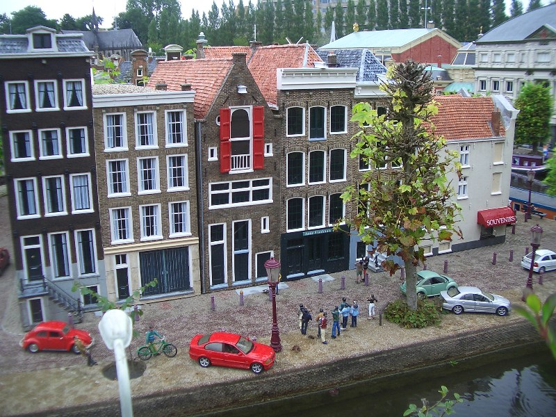 Den Haag, Madurodam - Anne Frank Huis (foto: Nationaal Comité 4 en 5 mei)