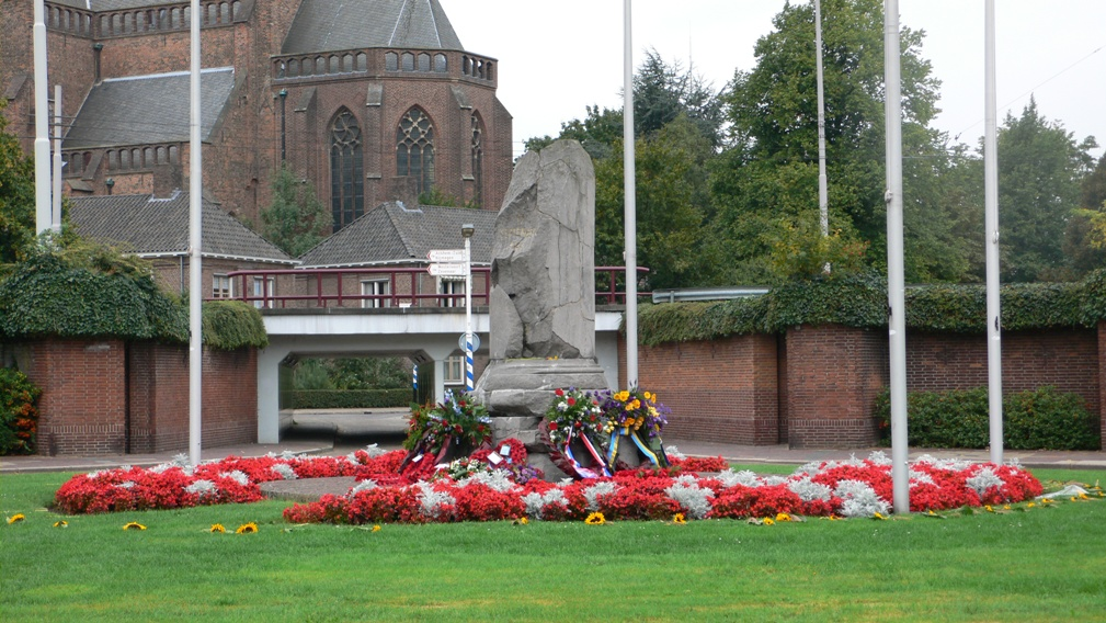 Arnhem, 'Airborne-monument' (foto: Nationaal Comité 4 en 5 mei)