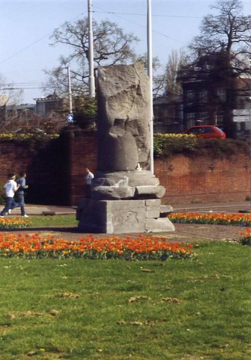 Arnhem, 'Airborne-monument' (foto: Guntram Schroebler)