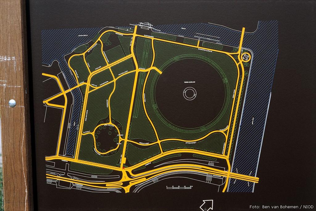 Almere, 'Bos der Onverzettelijken' (foto: B. van Bohemen/NIOD)