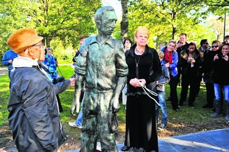 Nuis, kunstwerk bij Kamp Nuis (foto: dekrant.nl)