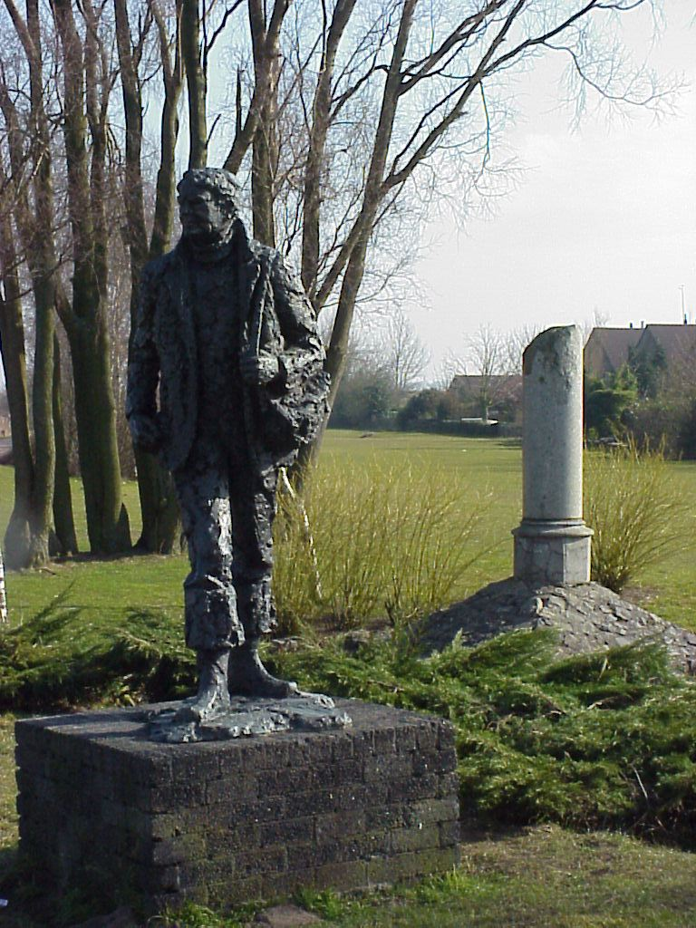 Lage Zwaluwe, 'Crossline-monument'