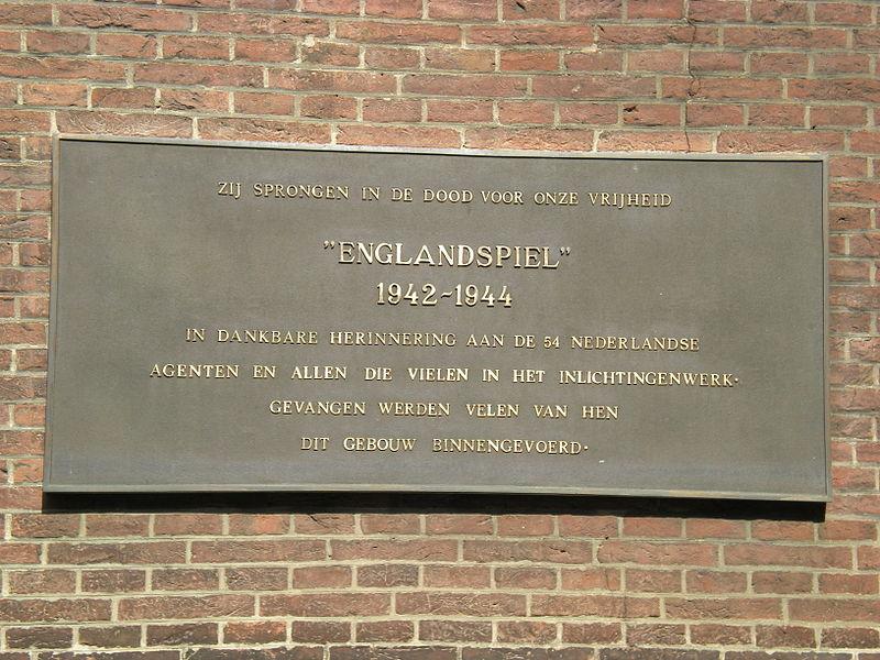 Den Haag, plaquette 'Englandspiel' (foto: Wikipedia, Subarrator)