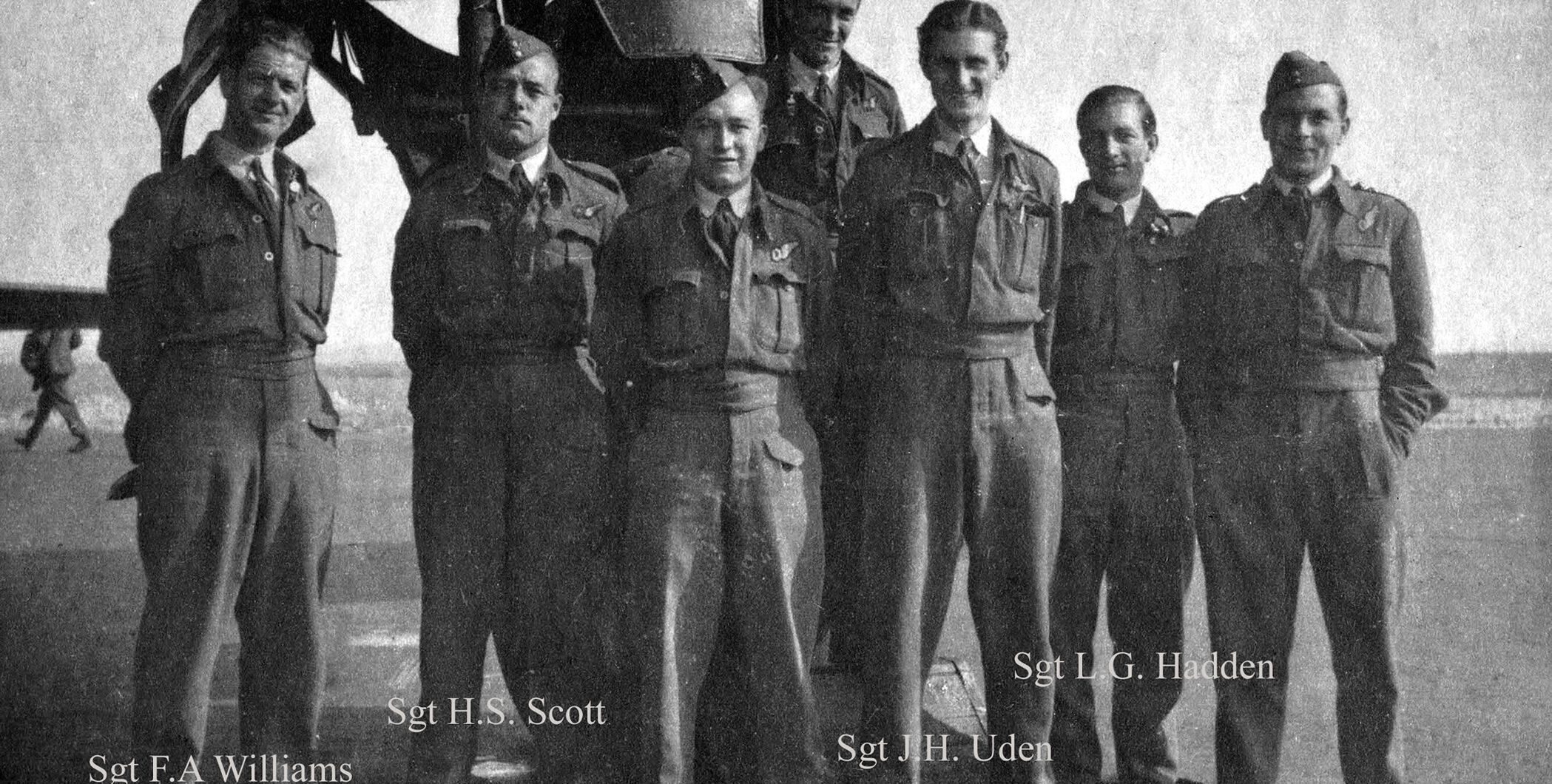 Marken, Gedenkteken voor de bemanning van de bommenwerper Short Stirling BK 710 (foto: J. Vierveijzer)