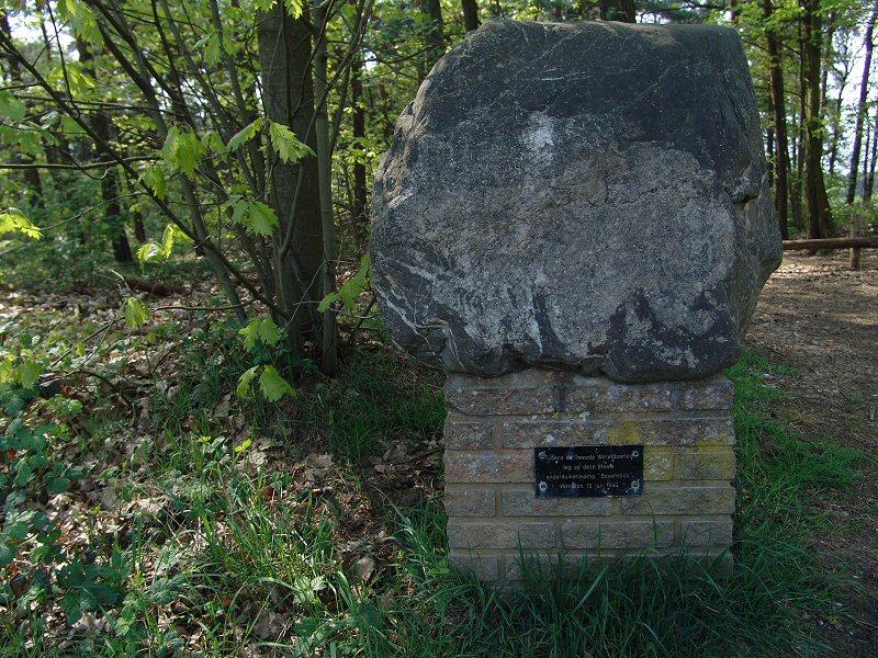 Helden, 'Bovensbos-monument'
